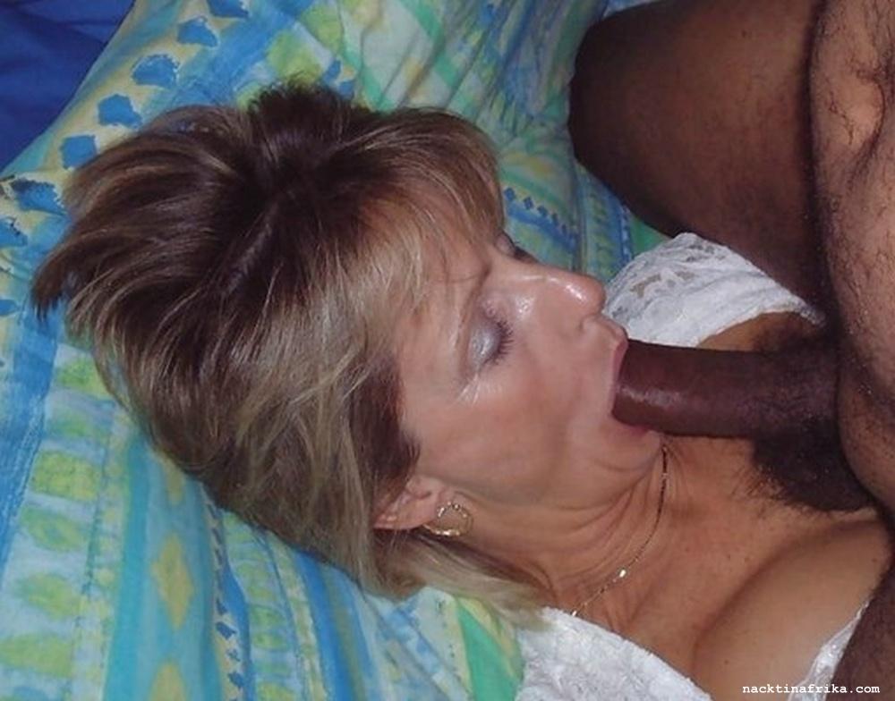 Frau saugt fremden Schwanz
